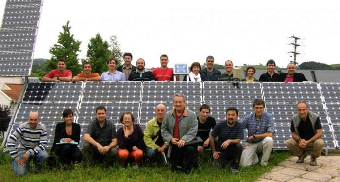 Las cooperativas de energía verde suman socios debido a la escalada del precio de la luz