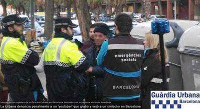 La Urbana denuncia penalmente a un 'youtuber' que grabó y vejó a un sintecho en Barcelona