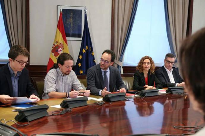 PSOE y Unidos Podemos critican que, ante la subida de la luz, Rajoy