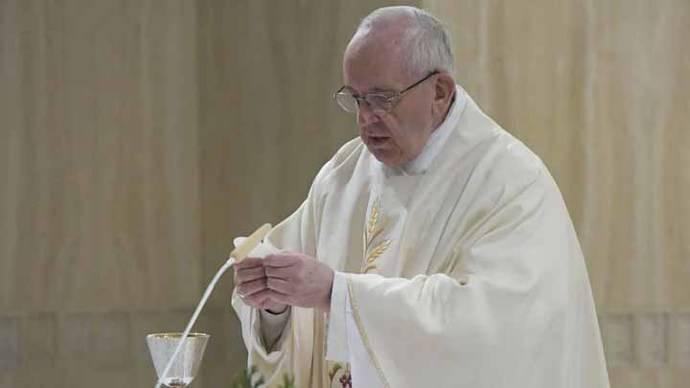 El Vaticano informa que 2.300 religiosos abandonan cada año