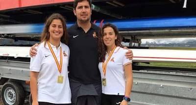 Teresa Díaz e Irene Torres con su entrenador, Fernando Gómez Ferrer