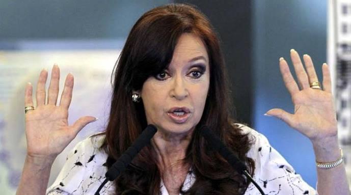 Juez cita a expresidenta Kirchner por presuntos sobornos en Argentina