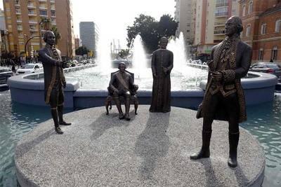 Un grupo escultórico en bronce de Pimentel recuerda a Bernardo de Gálvez y su familia en la fuente de Las Américas