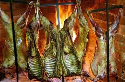 Corderos patagónicos asados...