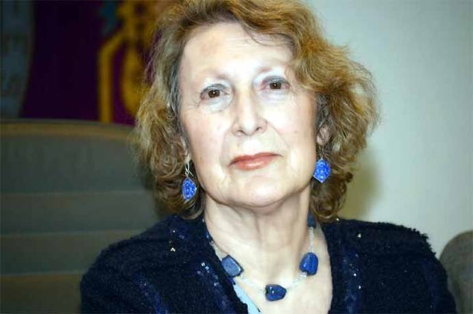 """María Pilar Cavero, autora del poemario """"Se nos fue con sus rosas"""""""
