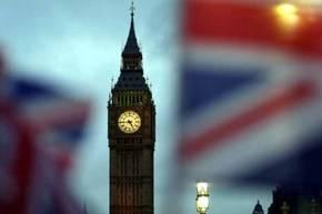 Banderas de la Unión fueron agitadas en frente del Big Ben y de la Casa del Parlamento en Londres durante la votación.
