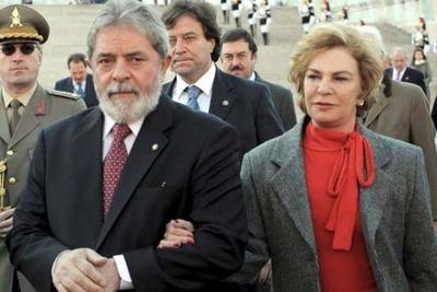 Foto del 11 de octubre de 2008 del entonces presidente brasileño Luiz Inacio Lula da Silva (izq) y su esposa Marisa Leticia Rocco.
