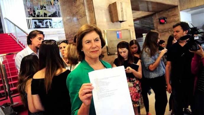 Incidente entre el Gobierno chileno y Cuba por prohibir entrar a exministra