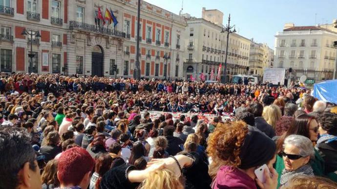 Concentración de apoyo a las mujeres en huelga de hambre acampadas en Sol contra la violencia machista