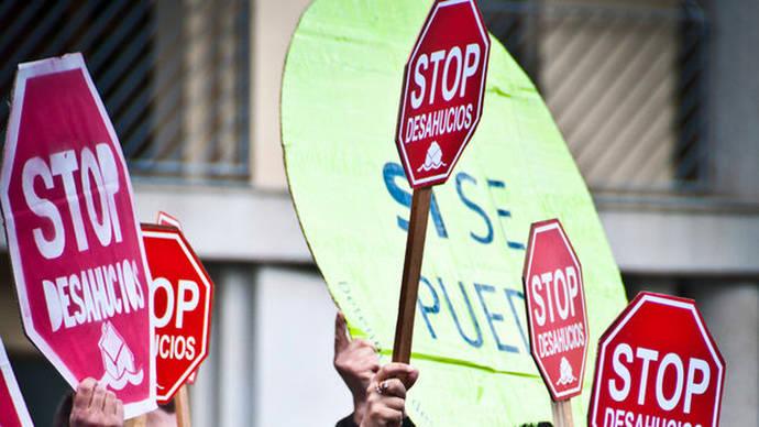 Colectivos de la PAH llevan a la Asamblea de Madrid una iniciativa para blindar el derecho a 'una vivienda digna'