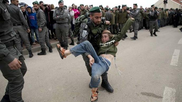 Israel desaloja ocho casas de colonos en Cisjordania
