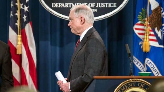 Fiscal general de EEUU se aparta de investigaciones sobre Rusia
