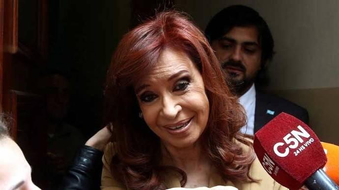 Kirchner asegura que un juez quiere ordenar la detención de su hija
