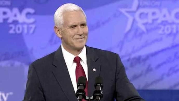 El vicepresidente de EEUU, Mike Pence, usó su correo privado para asuntos oficiales como gobernador