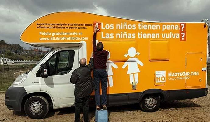 El ligero cambio en el eslogan del autobús contra transexuales