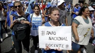 Argentinos toman las calles de Buenos Aires para reclamar aumento salarial