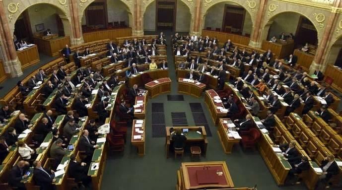 Hungría internará en campos a todos los solicitantes de asilo