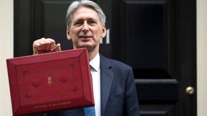 Gobierno británico aumenta al 2% previsión de crecimiento en 2017