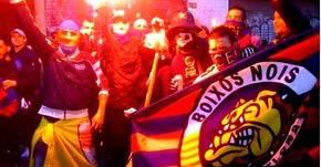 Brutal pelea entre hinchas del Barcelona y Alavés