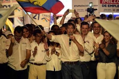 Guillermo Lasso, candidato conservador, dice que habrá segunda vuelta. Él está en el segundo lugar de los resultados.