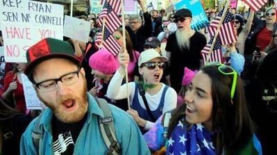 Apenas comenzada la manifestación ya había unas 3.000 personas, y una hora antes de su finalización, llegaban a 10.000, según un conteo no oficial de la policía.
