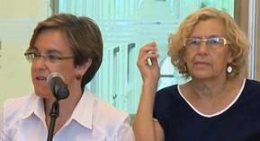 La alcaldesa de Madrid, Manuela Carmena (d), y la portavoz del Grupo municipal socialista en el Ayuntamiento de Madrid, Purificación Causapié