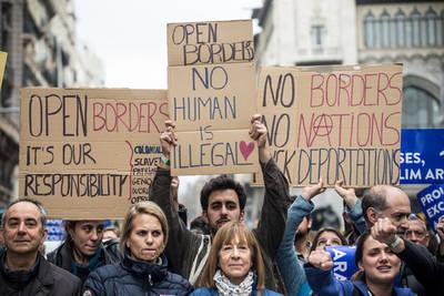 Manifestantes en Barcelona piden abrir fronteras y respetar los derechos de los refugiados