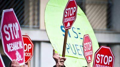 Colectivos de la PAH llevan a la Asamblea de Madrid una iniciativa para blindar el derecho a