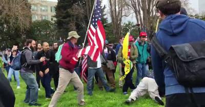 Peleas entre partidarios y detractores de Trump en una manifestación en Berkeley