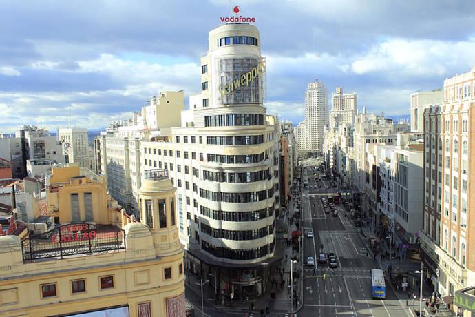 Los madrileños avalan la ampliación de aceras de la Gran Vía en la consulta ciudadana