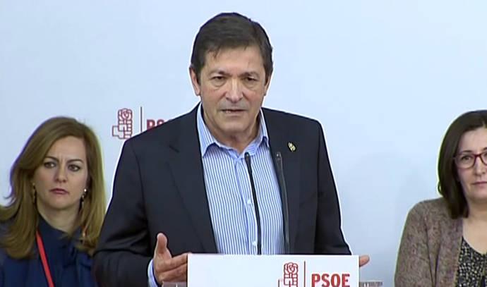 Javier Fernández reivindica que el Estado regule a los mercados y que el PSOE huya del
