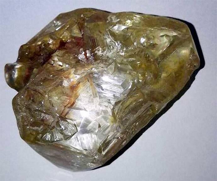 Hallan en Sierra Leona un diamante excepcional de más de 700 quilates