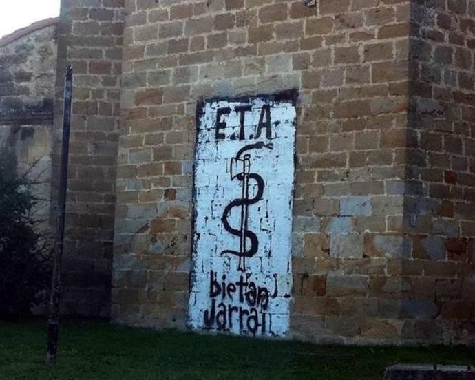 Pintada con el anagrama de ETA