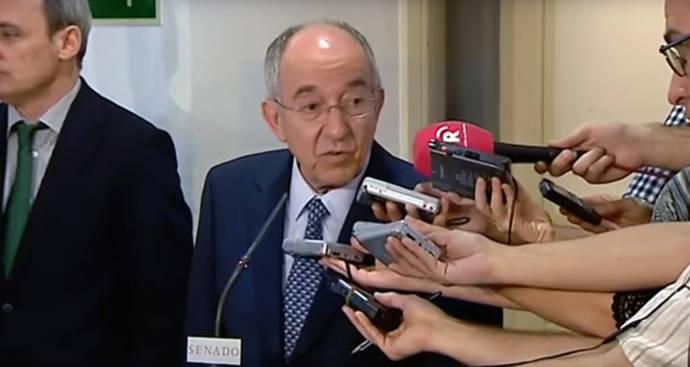 El exgobernador del Banco de España dice que los correos sobre Bankia