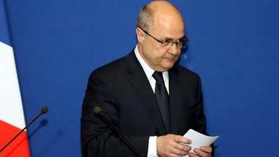 El ministro francés de Interior dimite acosado por sospecha de corrupción