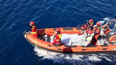 Embarcación de Proactiva Open Arms con los cadáveres que han recuperado del mar este 23 de marzo de 2017