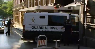 Un furgón de la Guardia Civil a la entrada de la Audiencia Nacional
