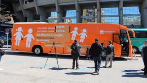 HazteOir coloca un nuevo mensaje tránsfobo en su autobús para llevarlo a Barcelona