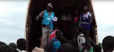Reparto de comida en un campamento de refugiados en Sudán del Sur