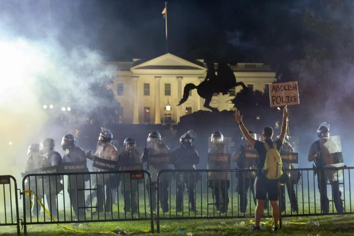 Trump y su familia fueron llevados al búnker subterráneo de la Casa Blanca el viernes por la noche