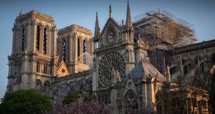 Reabren la explanada de Notre-Dame en París cerrada desde el incendio