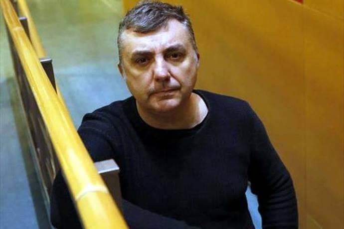 El escritor aragonés Manuel Vilas gana el XXV Premio de Poesía Manuel Alcántara