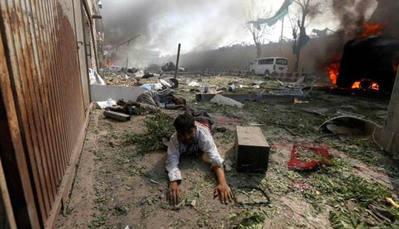 Terror en Kabul: La angustia de quienes buscan a los desaparecidos por el atentado