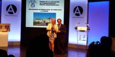 Sully Fuentes, Presidenta de Acpi y D. Eugenio Domínguez Vilches, rector de la UNIA