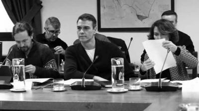 Pedro Sánchez y sus vicepresidentes primera y segundo, en el encuentro del Gobierno en Quintos de Mora.