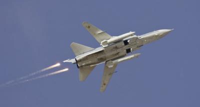 (imagen de referencia) Un avión A Sukhoi Su-24 ruso similar a las naves de Siria que fueron derribadas por Turquía.