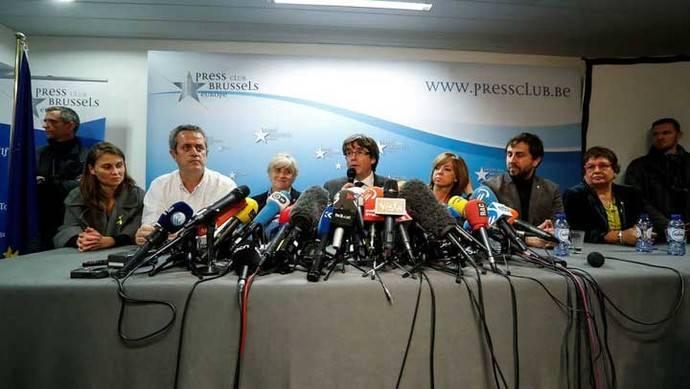 Puigdemont dice buscar atención internacional y no asilo político