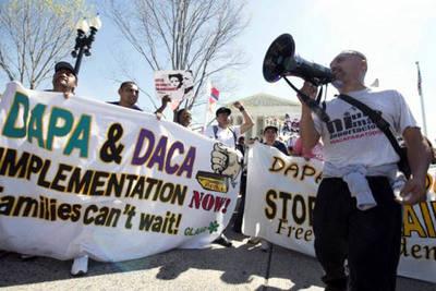 Trump aún no define suerte migratoria de 800.000 jóvenes indocumentados en EE.UU.