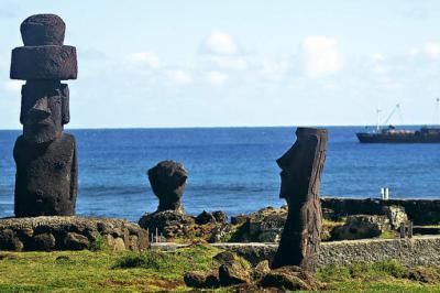 Presidente de Chile firma proyecto para cambiar nombre a Isla de Pascua