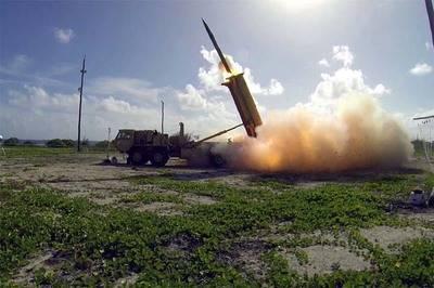 EE.UU. lanza un misil balístico desde California hasta un atolón del Pacífico